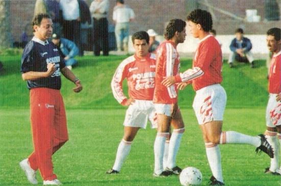 Durante un entrenamiento de la selección en 1995 (Foto: revista El Gráfico Perú)
