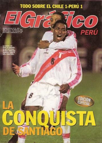 El festejo tras su golazo a Chile en Santiago por las Eliminatorias, en abril de 2000 (Recorte: revista El Gráfico Perú)