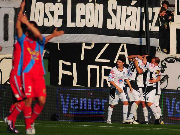 Y LO HIZO BIEN. All Boys hizo lo justo y derrotó en Sarandí a Arsenal. El partido mostró algo de polémica. (Foto: La Nación)