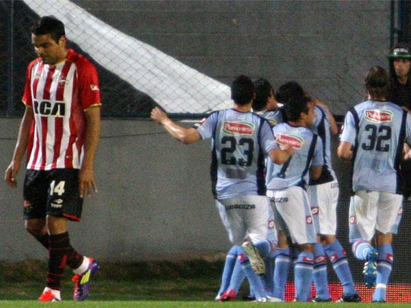 GOLPE BAJO. Belgrano   aprovechó el mal momento de Estudiantes y le ganó en La Plata. (Foto: La Nación)