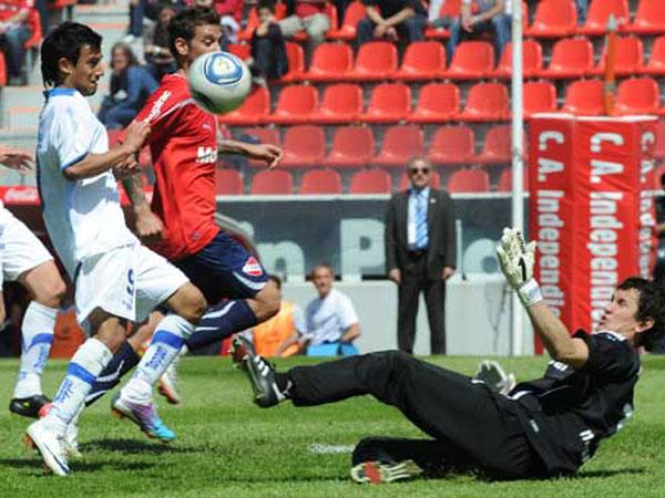 SU MEJOR VISITA. Vélez   Sarfield hizo lo justo y derrotó de visita a Independiente. El conjunto de Avellaneda no logró imponer su juego. (Foto: La Nación)