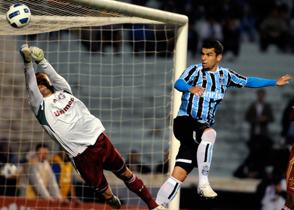 AJUSTANDO. Con una gran actuación de Marquinhos, autor de dos goles, Gremio se impuso ante Fluminense por 2-1. (Foto: Ag.Estado)