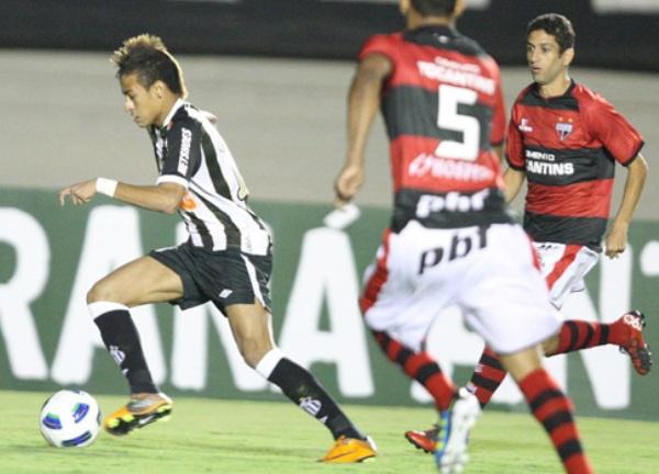 SE TOPARON CON EL DIABLO. Santos cayó sorpresivamente ante Atlético  Goianiense por 2-0. Neymar tuvo un discreto accionar durante el cotejo. (Foto: Ag.Estado)