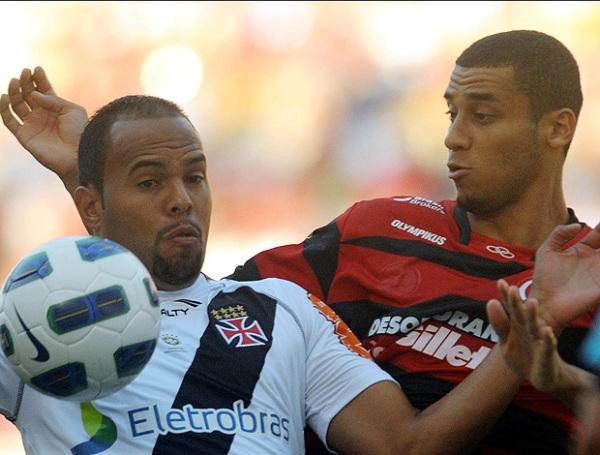 PONE SEGUNDA. Flamengo no pudo con Vasco da Gama y desaprovechó una gran oportunidad para tomar la punta del torneo. (Foto: VIPCOMM)