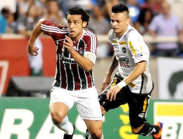 NO ALCANZÓ. Pese a contar con la eficacia de Fred, Fluminense cayó en condición de local 1-2 contra Botafogo, que se impuso con tantos de Elkeson y Lucas. (Foto: Photocamera)