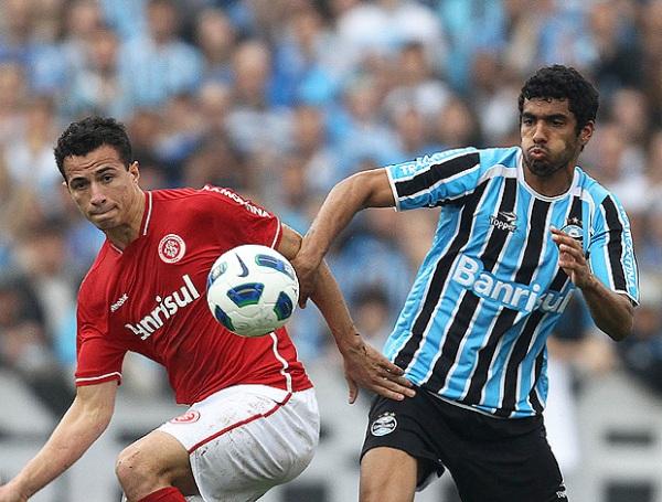 DIO EL GOLPE. Gremio ignoró el favoritismo que tenía el Inter y lo doblegó por 2-1 en el clásico de Porto Alegre. (Foto: VIPCOMM)
