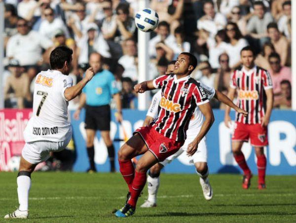 SE ESPERABA MÁS. Santos y Sao Paolo obtuvieron un magro empate 1-1. La visita no aprovechó la caída del líder Corinthians. (Foto: VIPCOMM)