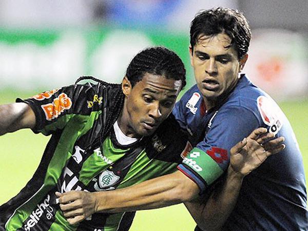 PARA NADIE FUE. En un encuentro demasiado aburrido Bahia y América no se hicieron daño e igualaron a cero.  (Foto: Agencia Estado)