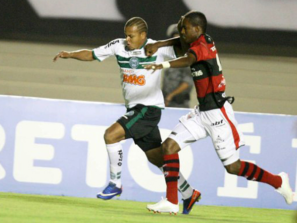 ALCANZADO Y SUPERADO. Coritiba no supo hacer respetar su casa y cayó ante Atlético Paranaense (Foto: Futura Press)