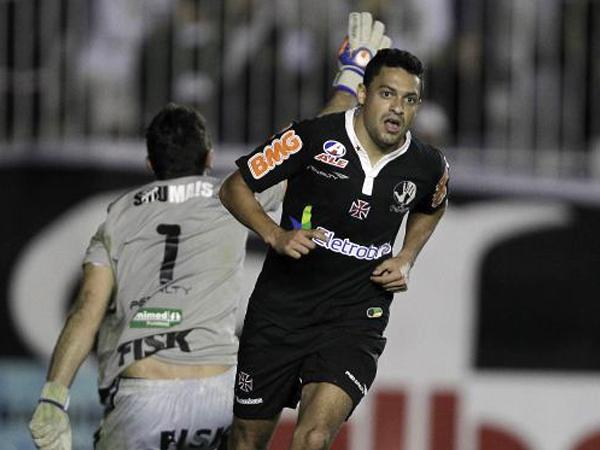 CORRE Y ALCANZA. Vasco fue más y le ganó a Ceará. El 'Gigante da Colina' sigue muy de cerca al líder Corinthians. (Foto: AFP)