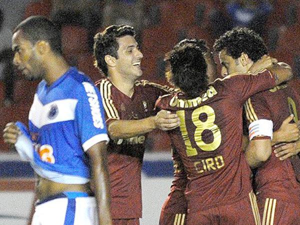CAZADOS. Cruzeiro no supo hacer respetar su casa y cayó ante Fluminense. El elenco 'zorro' jamás encontró su mejor fútbol. (Foto: Photo Camera)