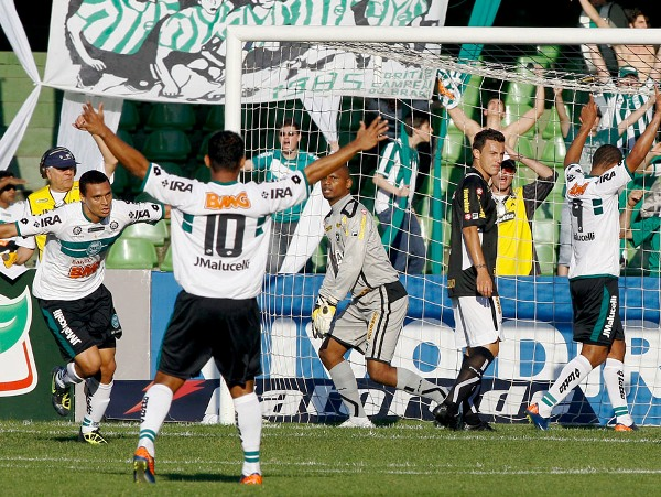 LO DEJÓ MUDO. Coritiba no tuvo piedad para derrotar 5-0 a Botafoto. (Foto: Orlando Kissner)