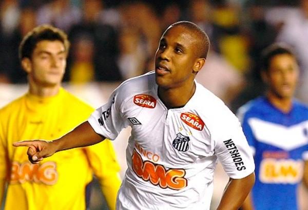 PARA AGARRAR MORAL. Santos se impuso por la mínima a Cruzeiro gracias a un tanto de Borges.  No obstante, a pesar del resultado, ambos cuadros continúan en la parte bajo de la tabla. (Foto: Ag. Estado)