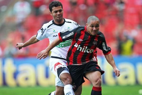 EN ROJO. Atlético Paranaense, otro de los equipos que puede descender, no pudo vencer en condición de local al Figueirense. (Foto: Ag.Estado)