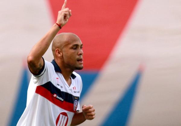 NO SE QUIEREN IR. Con una gran actuación de Souza, Bahia protagonizó una de las sorpresas de la fecha al vencer 3-0 al Fluminense. (Foto: Ag.Estado)