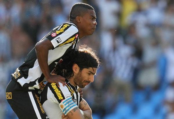 ESTADO DE CORDURA. Pese a una buena actuación del 'Loco' Abreu, Botafogo no pudo seguir escalando en la tabla tras su igualdad ante Flamengo. (Foto: AGIF)