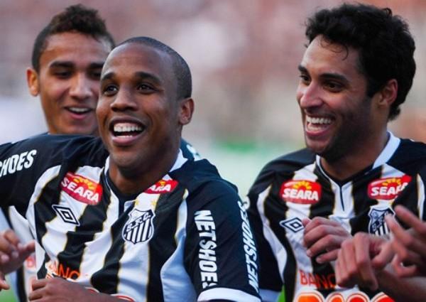 QUIEREN REÍR. Pese a tener una campaña irregular, Santos dio cuenta del Corinthians y lo venció por 1-3. (Foto: Globo)