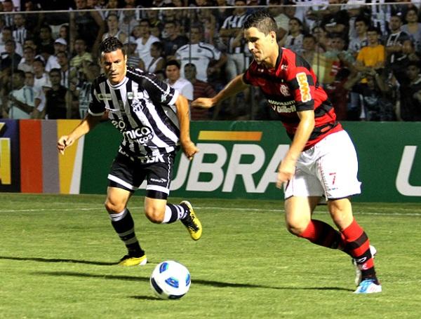 SE RESISTE A CAER. Flamengo logró una ajustada victoria de 0-1 contra Ceará. Con este resultado, el equipo de Ronaldinho se sitúa en la cuarta ubicación a tres puntos de los punteros.  (Foto: Ag.estado)