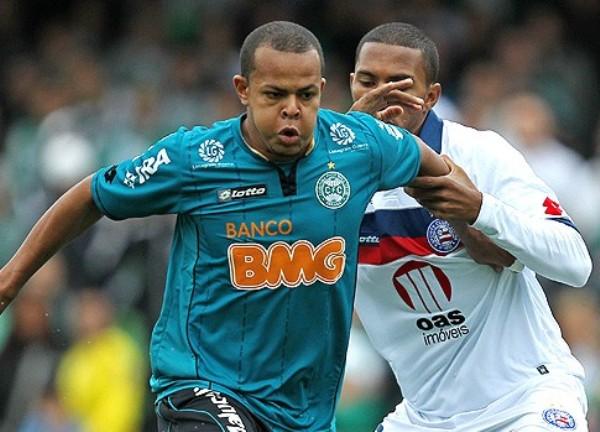SE ANULARON. Coritiba y Bahía igualaron 0-0 en un opaco cotejo. (Foto: Ag.estado)