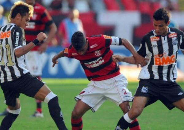 PILOTO AUTOMÁTICO. Flamengo y Santos igualaron 1-1. Dicho resultado no los ayuda en sus aspiraciones por clasificar a un torneo internacional. (Foto: VIPCOMM)