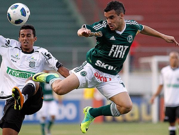 AVANZA EN SILENCIO. Figueirense se impuso en condición de visitante 1-2 ante Palmeiras y se aproxima a los primeros lugares de la tabla. (Foto: Ag.estado.jpg)