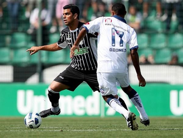 NO LO DA POR PERDIDO. Figueirense continúa en su lucha por clasificar a un torneo internacional y en esta oportunidad dio cuenta del Bahía tras derrotarlo 2-1. (Foto: Ag.estado)