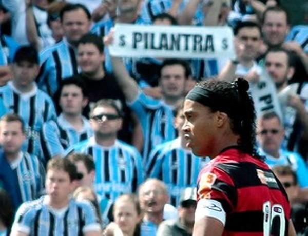SIN ACCIÓN. Flamengo perdió el paso tras caer 4-2 ante el Gremio.  (Foto: Ag.estado)