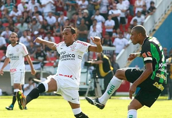 NO ESTABA MUERTO. Contra todo pronóstico, América se impuso 2-1 al Corinthians en el resultado más sorpresivo de la jornada. (Foto: AGENCIA ESTADO)