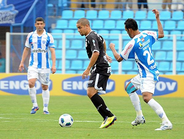 EN PIE DE LUCHA.  Ceará logró imponerse 1-2 ante el Avaí en condición de local y continúa luchando por salvar la categoría. (Foto: AGENCIA ESTADO)