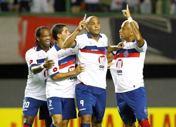 TIEMPO DE BONANZA. En un emotivo cotejo, Bahía logró imponerse por 4-3 ante el Sao Paulo. (Foto: AGENCIA ESTADO)