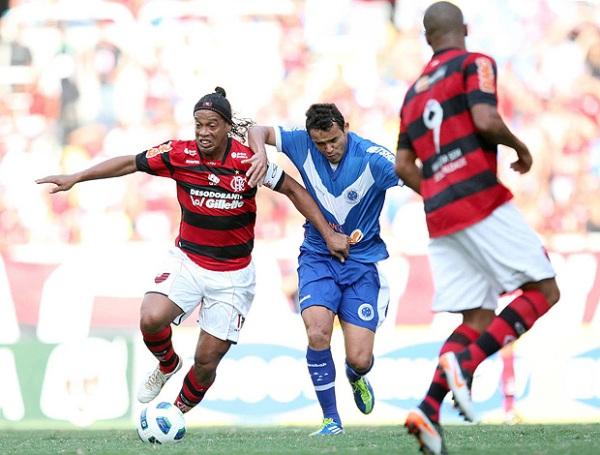 CAYÓ AL INFIERNO. Cruzeiro cayó estrepitosamente 5-1 ante el Flamengo y ahora se encuentra en la zona de descenso. (Foto: AGENCIA ESTADO)