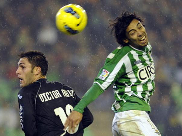 REALMENTE SALVADOS. Con un doblete de Rubén Rodríguez, Real Betis pudo derrotar a un fuerte Valencia que empezó ganando el encuentro. (Foto: Marcamedia)