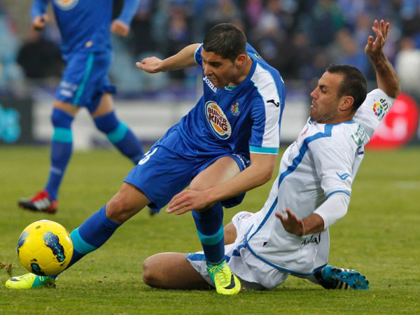 CON TODO Y TRABA. Getafe luchó lo suficiente para lograr un triunfo sobre Granada. El partido fue muy apretado. (Foto: Marcamedia)
