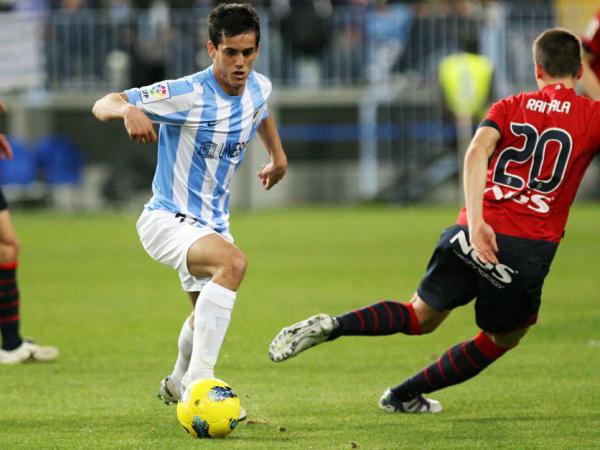 MUCHO ESPACIO POCO FÚTBOL. Málaga no supo responder ante su público y regaló un empate a Osasuna. (Foto: Marcamedia)