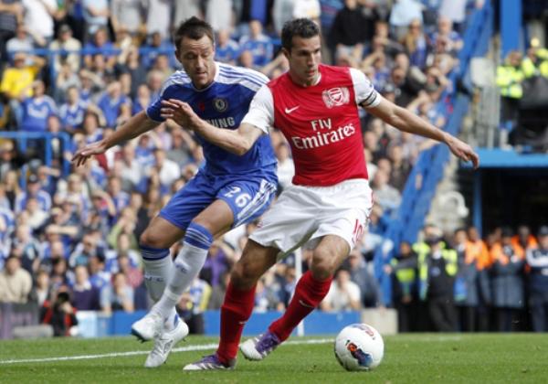 CON FUERZA Y ESTILO. De la mano de Robin Van Persie, Arsenal logró darle vuelta a un resultado adverso y venció 3-5 al Chelsea. (Foto: Premierleague.com)