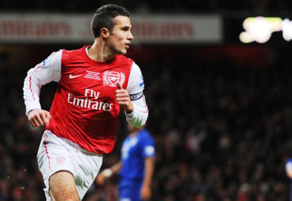 EL PROTAGONISTA. De la mano de Van Persie, Arsenal se impuso por la mínima ante el Everton y trepó hasta la cuarta ubicación. (Foto: Premierleague.com)