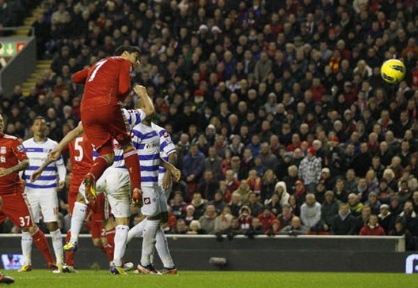 QUIEREN TOCAR EL CIELO. Gracias a un tanto de Luis Suárez, el Liverpool se impuso por 1- ante el Queen Park Rangers. (Foto: Premierleague.com)