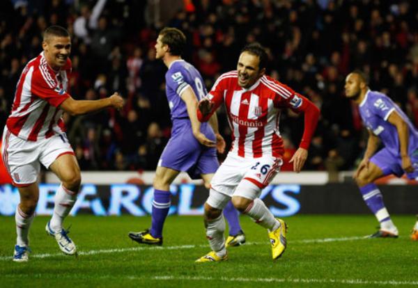 CAZADOR DE LEYENDAS. El Stoke City volvió a tumbarse a un grande tras derrotar 2-1 al Tottenham. (Foto: Premierleague.com)