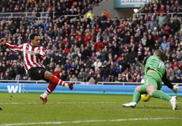 SALE DEL FONDO. El Sunderland salió momentáneamente de los últimos lugares del superar 2-1 al Blackburn. (Foto: Premierleague.com)