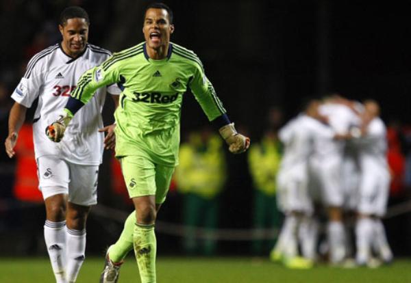 NO SE CONFORMAN. El Swansea sigue escalando posiciones tras superar 2-0 al Fulham. (Foto: Premierleague.com)