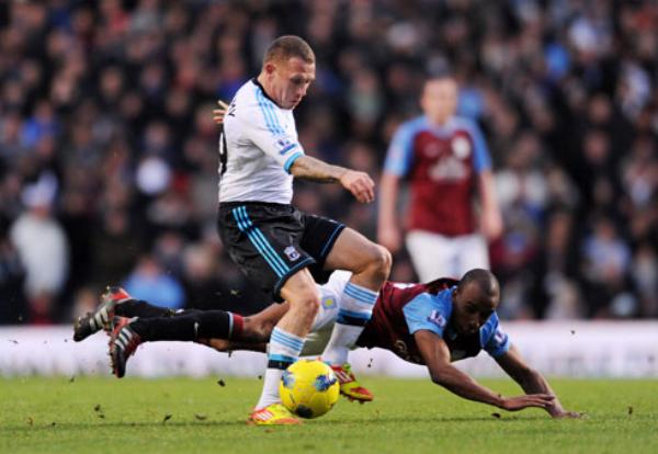 NO FUERON TAN VILLANOS. Aston Villa no pudo como local ante el Liverpool y cayó por 0-2. (Foto: PremierLeague.com)
