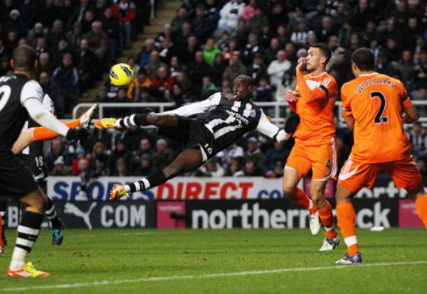 SE DEJAN LLEVAR. El Newcastle continúa perdiendo posiciones. En esta oportunidad las 'Urracas' no pudieron con el Swansea e igualaron sin goles. (Foto: PremierLeague.com)