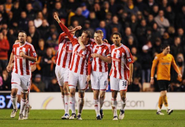 SON PROTAGONISTAS. El Stoke City continúa cumpliendo una buena campaña. En esta ocasión logró dar cuenta del Wolverhampton al derrotarlo por 1-2. (Foto: PremierLeague.com)