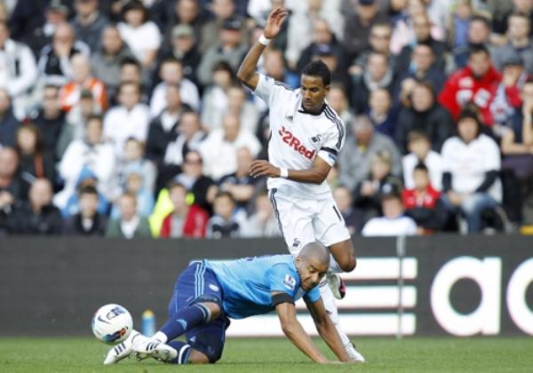 SE ESCAPA DEL FONDO. El Swansea City logró salir de los últimos lugares tras imponerse por la mínima ante el West Bromwich Albion. (Foto: premierleague.com)