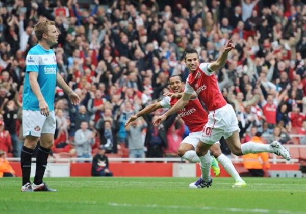 CAMINO A LA RECUPERACIÓN. Con una buena actuación de Robin Van Persie, Arsenal se impuso por 2- al Sunderland. (Foto: Premierleague.com)