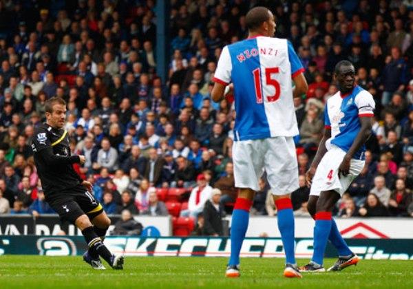 QUIERE DARSE SU LUGAR. El Tottenham comienza aproximarse a los primeros lugares tras derrotar 1-2 al Blackburn en condición de visitante. (Foto: Premierleague.com)