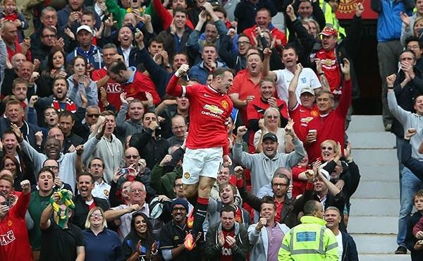 Wayne Rooney es ahora el jugador más representativo en Manchester United. Acá celebra su gol de chalaca ante Swansea City (Foto: premierleague.com)