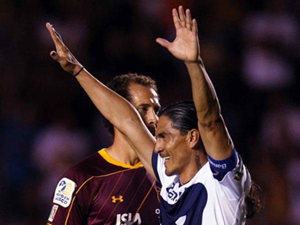 LA CLASE DEL CAMPEÓN. Francisco Palencia celebra el triunfo de Pumas ante Estudiantes Tecos. El conjunto 'felino' hizo un gran partido. (Foto: Mexsport)