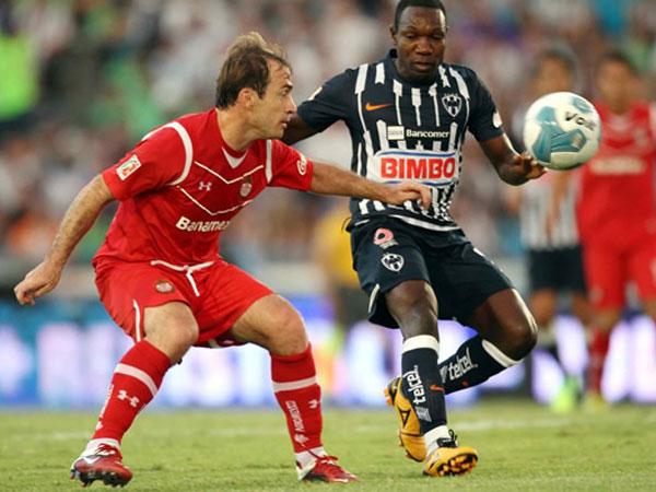 LA ASTUCIA DEL DIABLO. A pesar del dominio ejercido por Monterrey en su campo de juego, Toluca pudo forzar un empate de visita. Los 'rayados' complicaron un poco su camino. (Foto: Mexsport)