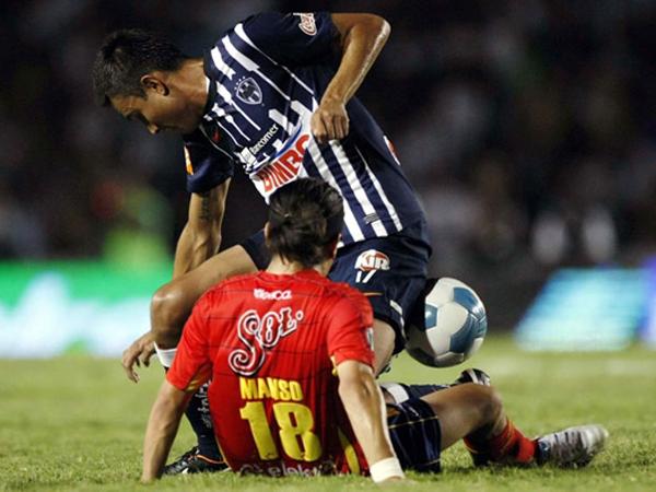ENCIMADO. Monterrey hizo lo mejor y se quedó con los tres puntos ante Morelia. Los 'Rayados' se hicieron respeta en el Estadio Tecnólogico ante un complicado Morelia. (Foto: Mexsport)